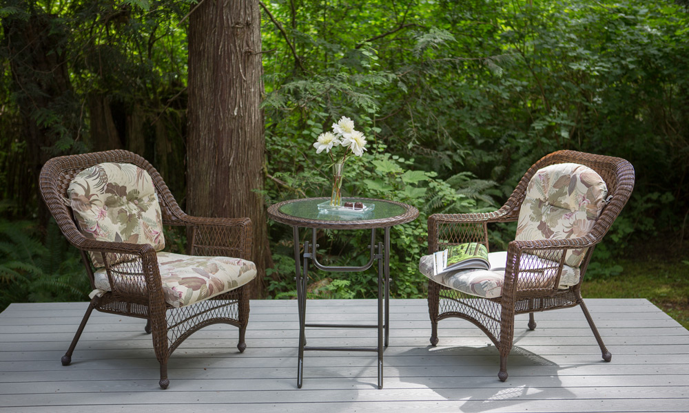 sweet heart cottage in forest port angeles chairs